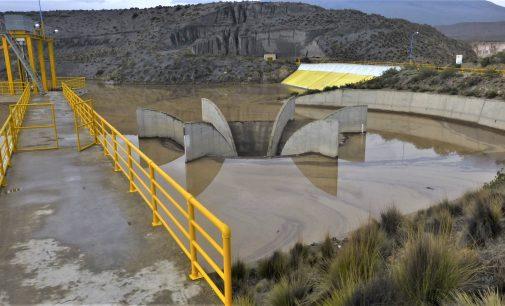 Caudal de descarga de represas se encuentra controlado